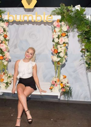 Raelynn - Bumble and Lady Antebellum You Look Good Bumble Bee.tique in Nashville