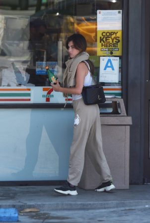 Rainey Qualley - Seen outside 7-Eleven in Los Angeles