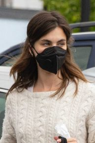 Rainey Qualley - Spotted outside Vons Market in Los Angeles