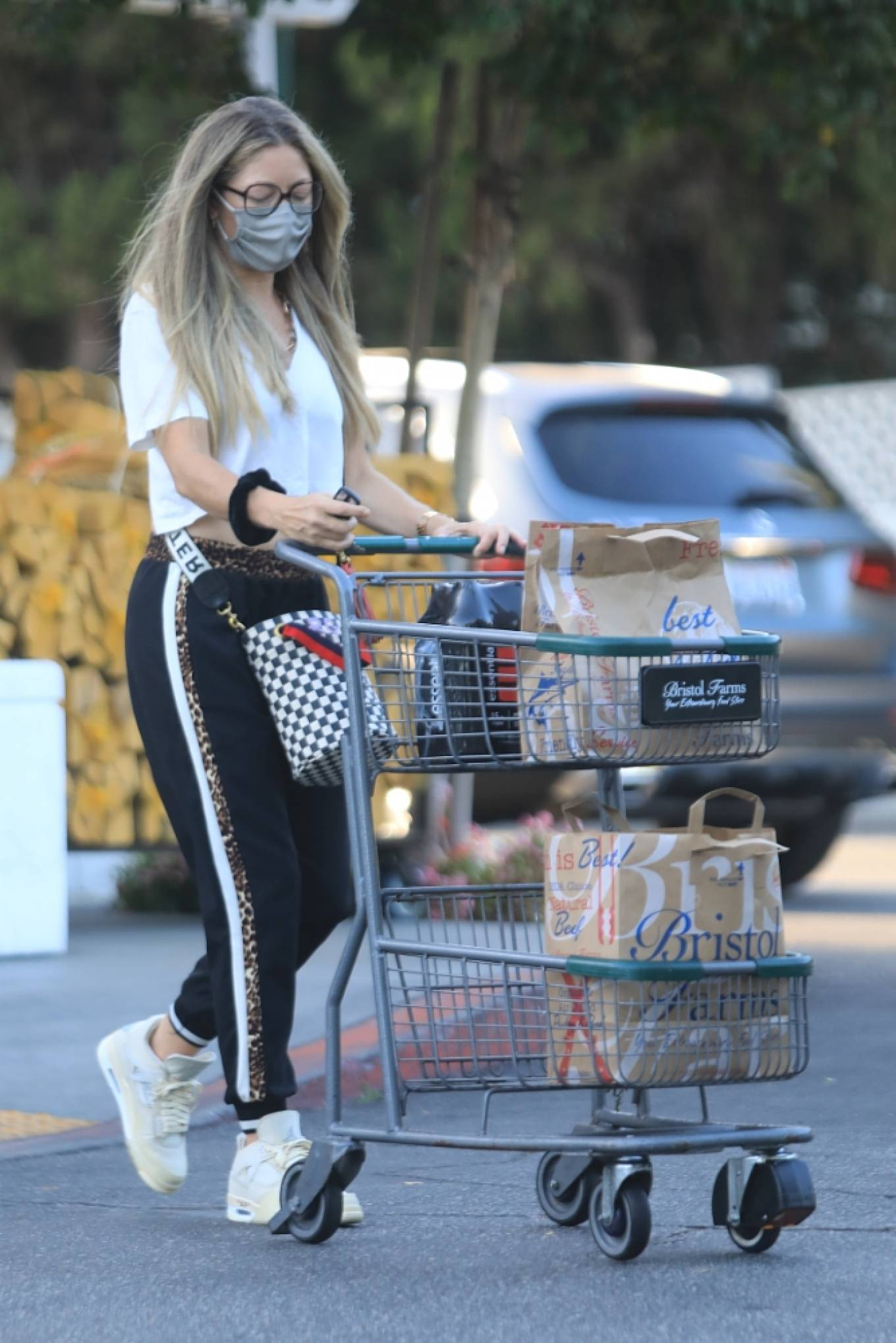 Rebecca Gayheart 2020 : Rebecca Gayheart – Shopping candids at Bristol Farms in Beverly Hills-04