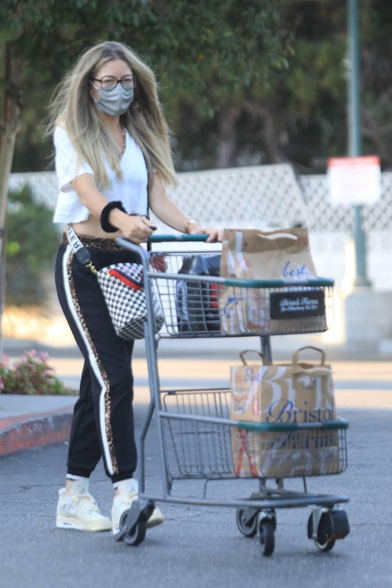Rebecca Gayheart 2020 : Rebecca Gayheart – Shopping candids at Bristol Farms in Beverly Hills-05
