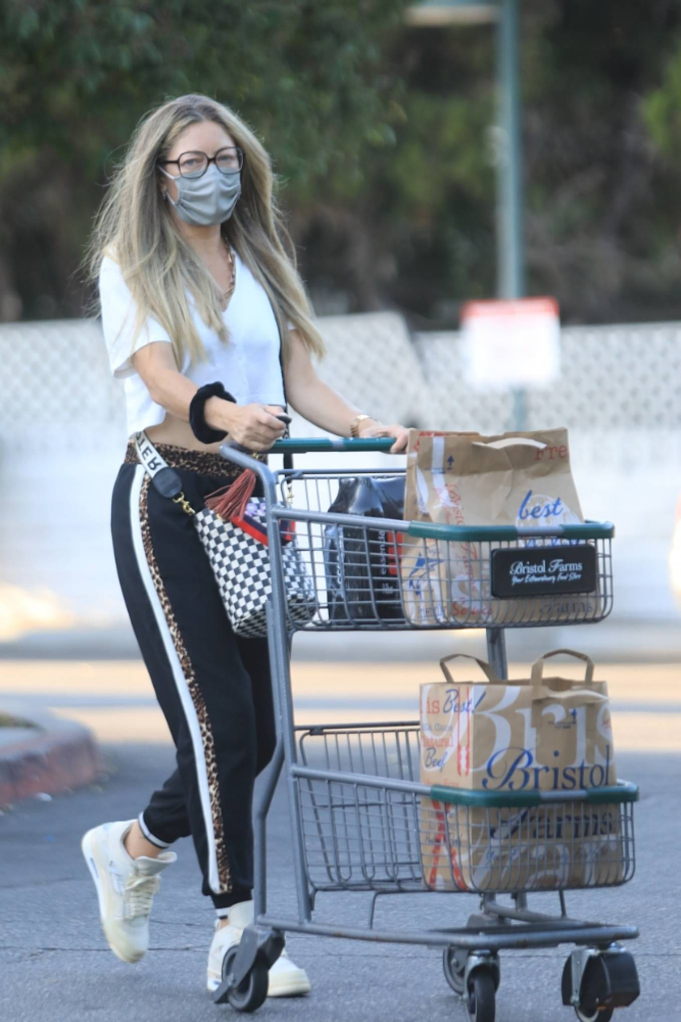 Rebecca Gayheart 2020 : Rebecca Gayheart – Shopping candids at Bristol Farms in Beverly Hills-11