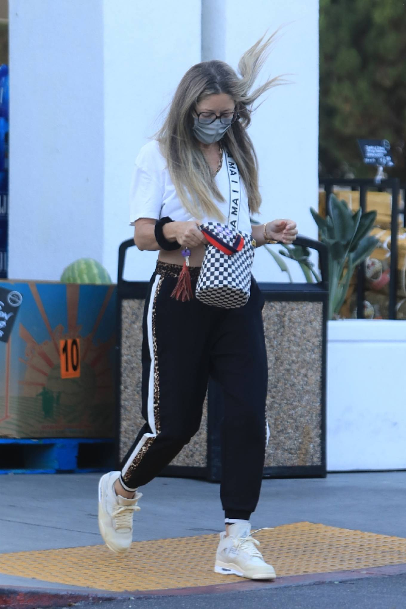 Rebecca Gayheart 2020 : Rebecca Gayheart – Shopping candids at Bristol Farms in Beverly Hills-23