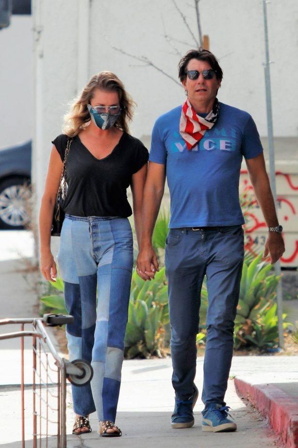 Rebecca Romijn - Has a lunch date in Los Angeles