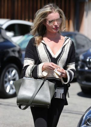 Rebecca Romijn Leaves the hair salon in Los Angeles