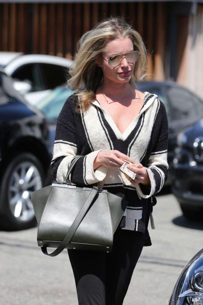 Rebecca Romijn Leaves the hair salon in Los Angeles