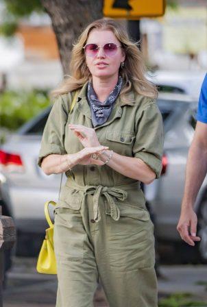 Rebecca Romijn - Walking to dinner in Calabasas