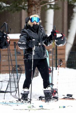 Rebel Wilson - Skiing candids in Aspen
