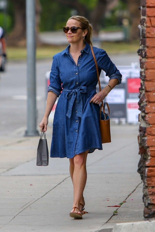 Reese Whitherspoon in Denim Dress -01