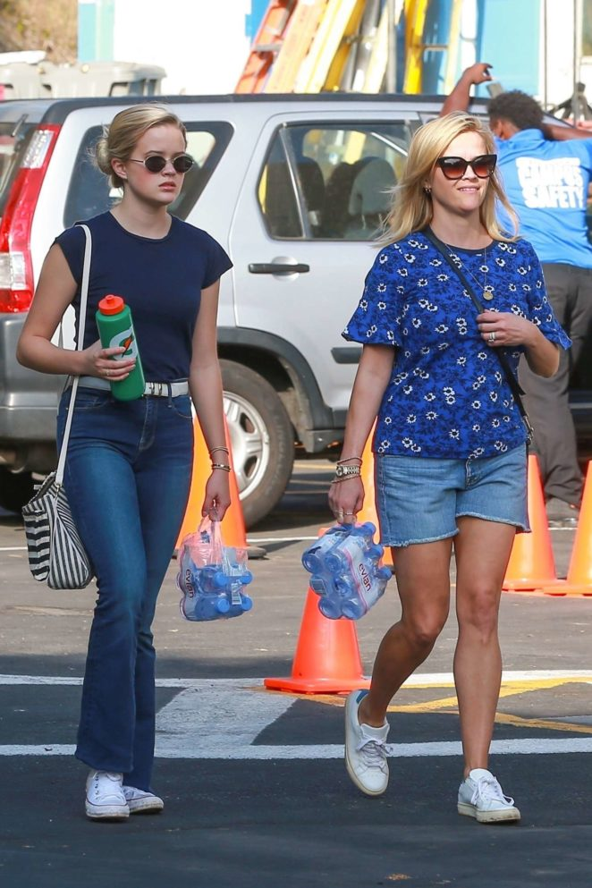 Reese Witherspoon and Ava Phillippe at Tennessee's soccer game in Santa Monica