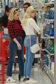 Reese Witherspoon and Ava Phillippe - Christmas Shopping at Target in Westwood