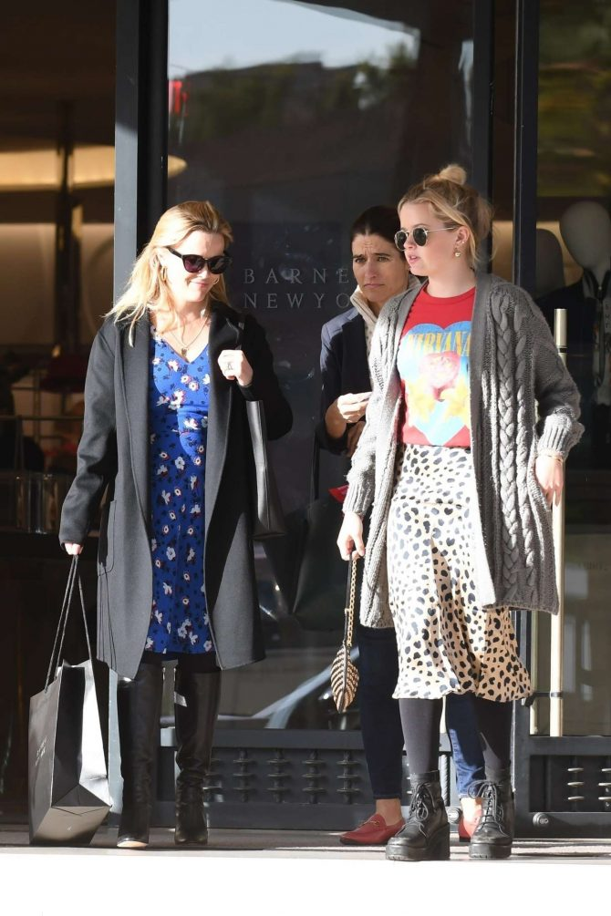 Reese Witherspoon and Ava Phillippe – Shopping at Barneys New York in Beverly Hills
