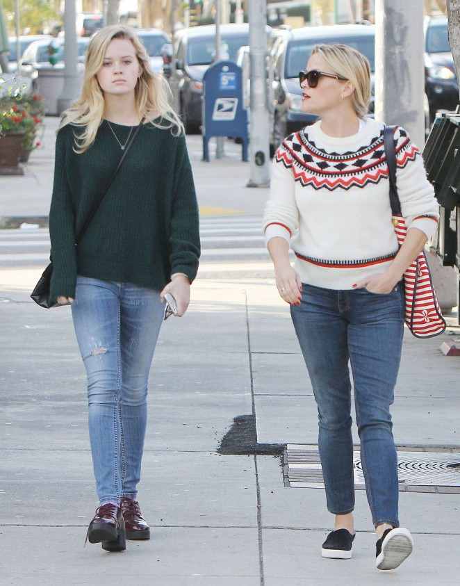 Reese Witherspoon and her daughter Ava out in Los Angeles