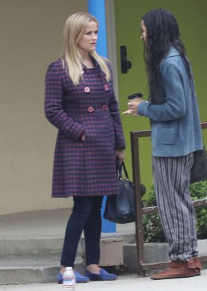 Reese Witherspoon and Zoe Kravitz - Filming a scene for 'Big Little Lies' in Brentwood
