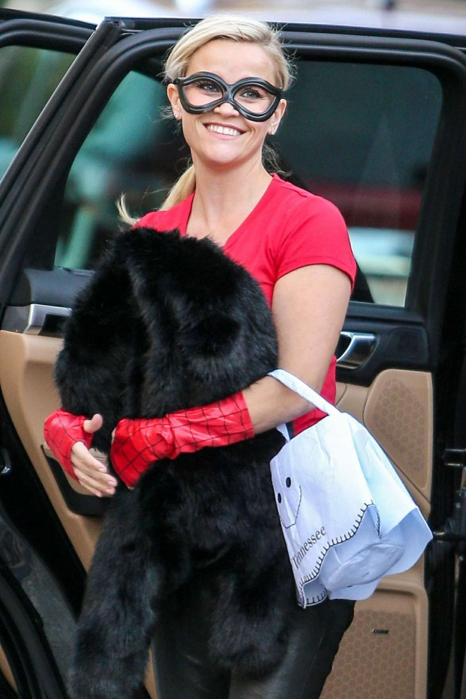 Reese Witherspoon – Arrives at Halloween Party in LA