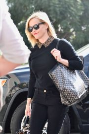 Reese Witherspoon - Arrives at her office in Los Angeles