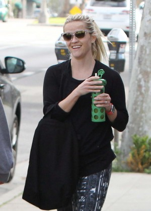 Reese Witherspoon - Arrives at yoga class in Brentwood