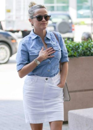 Reese Witherspoon - Arrives for a doctor's appointment in Westwood
