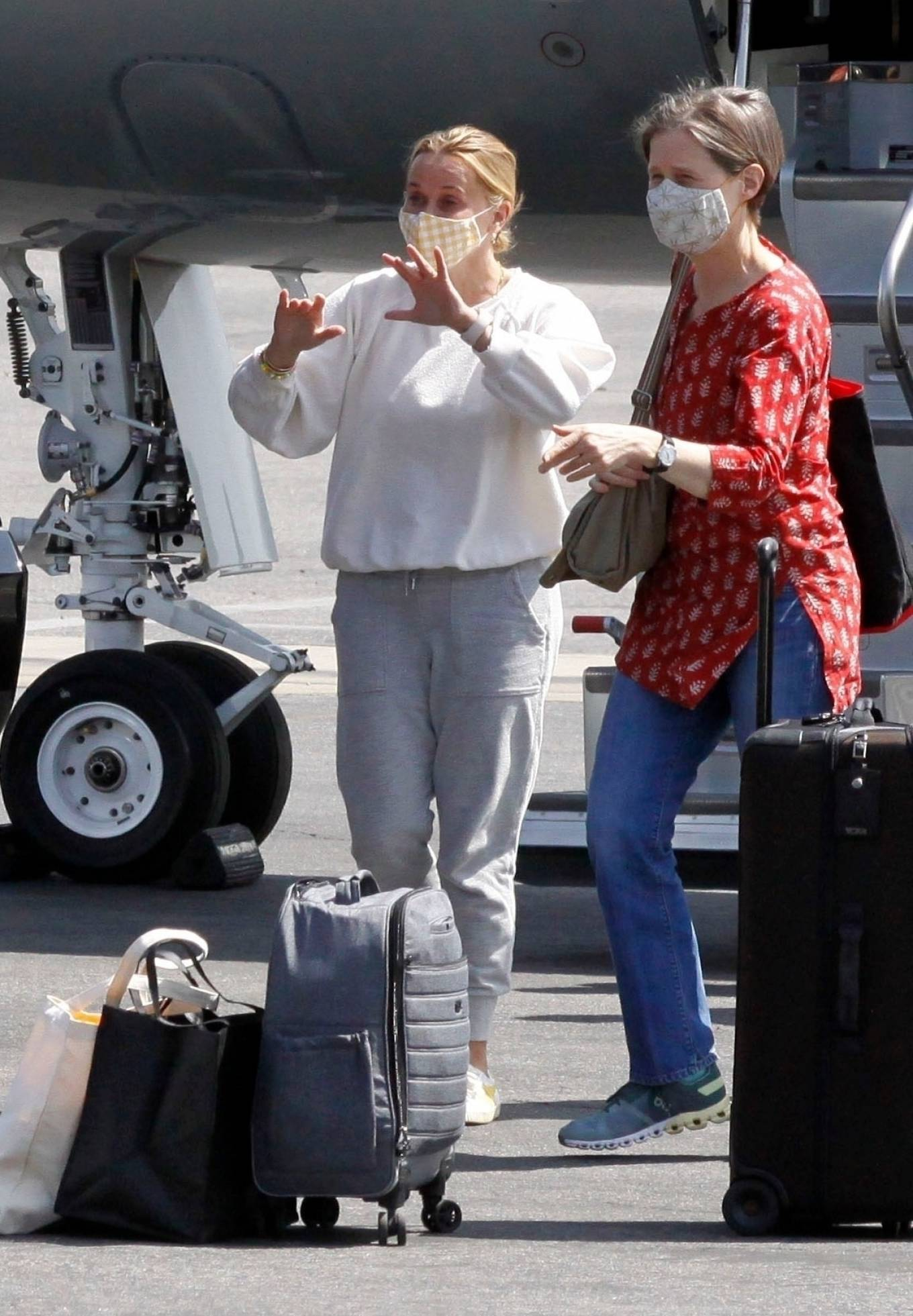 Reese Witherspoon 2021 : Reese Witherspoon – Arrives in Los Angeles-15