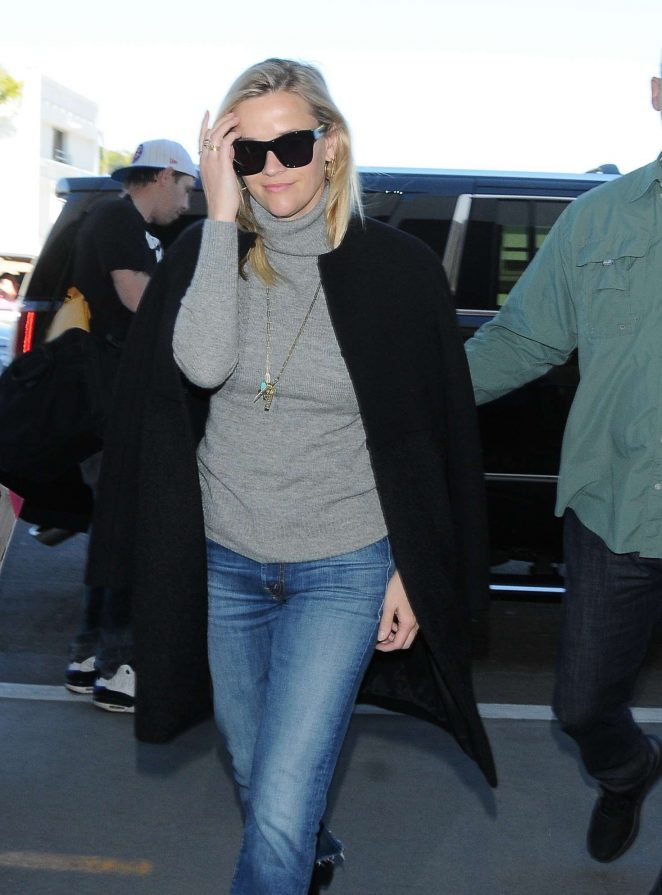 Reese Witherspoon - Arrives to LAX Airport in Los Angeles