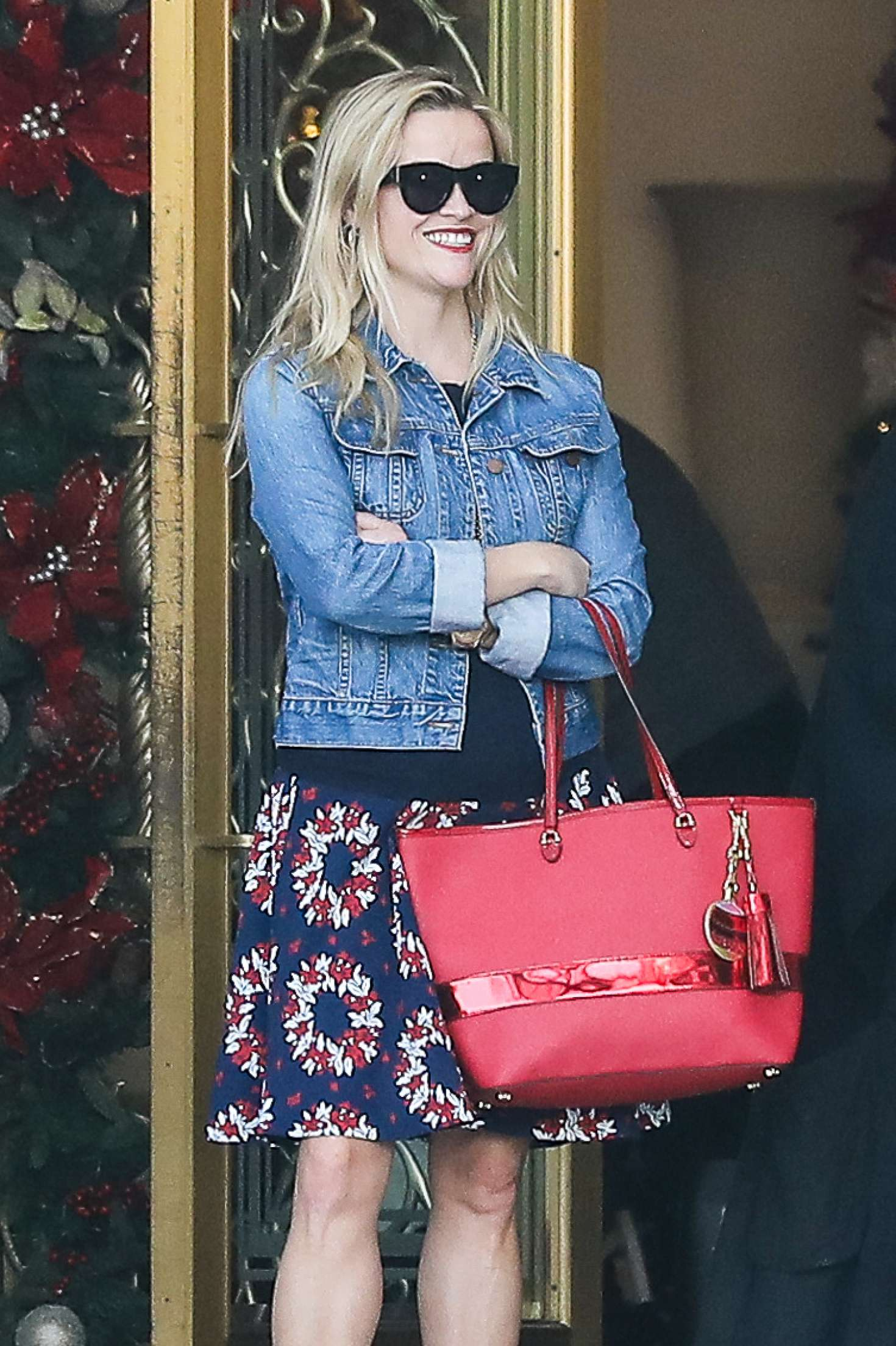 Reese Witherspoon 2016 : Reese Witherspoon at Christmas shopping -02