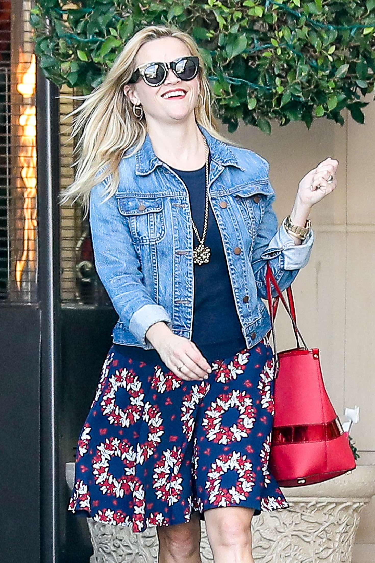 Reese Witherspoon at Christmas shopping in Beverly Hills