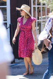Reese Witherspoon at Farmshop at Brentwood Country Mart
