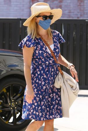 Reese Witherspoon - Cute in a blue summer dress at a skincare spa in Brentwood
