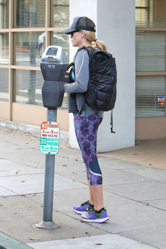 Reese Witherspoon in Leggings Headed to the gym in Santa Monica