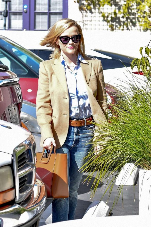 Reese Witherspoon - Heading into her office in Brentwood