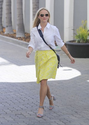 Reese Witherspoon - Heading to an Office in Beverly Hills