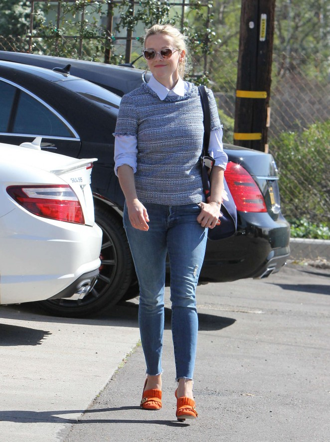 Reese Witherspoon in skinny jeans in Los Angeles