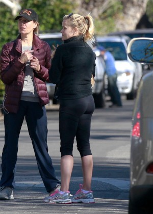 Reese Witherspoon in Tight Leggings out in Pacific Palisades