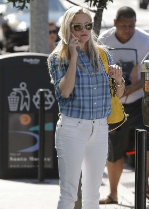 Reese Witherspoon in Whte Jeans out in Santa Monica