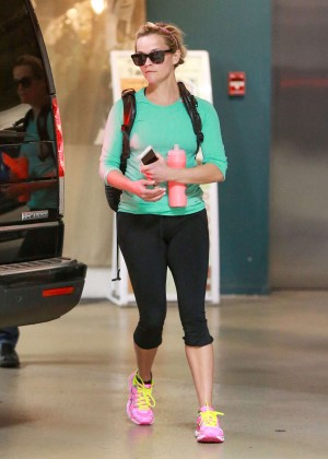 Reese Witherspoon in Leggings Leaves the gym in Santa Monica
