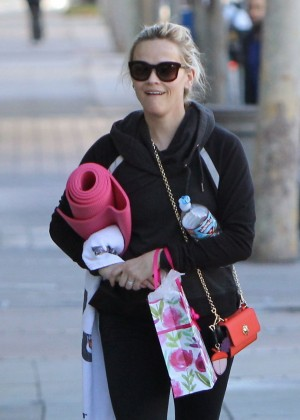 Reese Witherspoon - Leaves Yoga Class In Brentwood