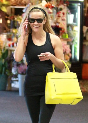 Reese Witherspoon - Leaving a dance studio in Brentwood