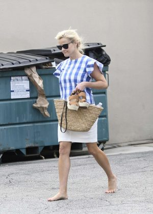 Reese Witherspoon Leaving a spa barefoot in LA