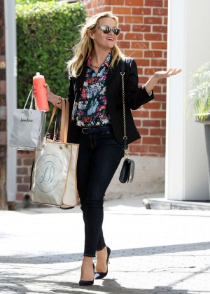 Reese Witherspoon - Leaving her office in Beverly Hills