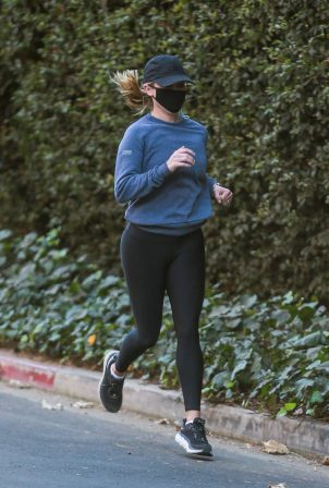Reese Witherspoon - Morning jog candids in Brentwood