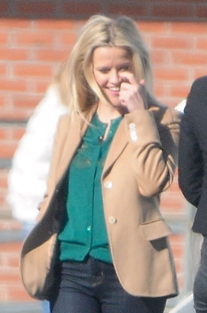 Reese Witherspoon - On the set of 'Big Little Lies' in Los Angeles