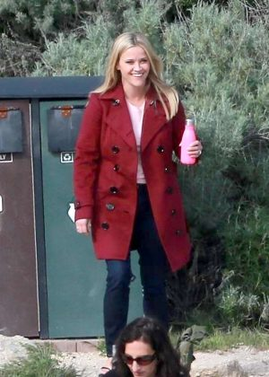 Reese Witherspoon - On the set of 'Big Little Lies' in Monterey