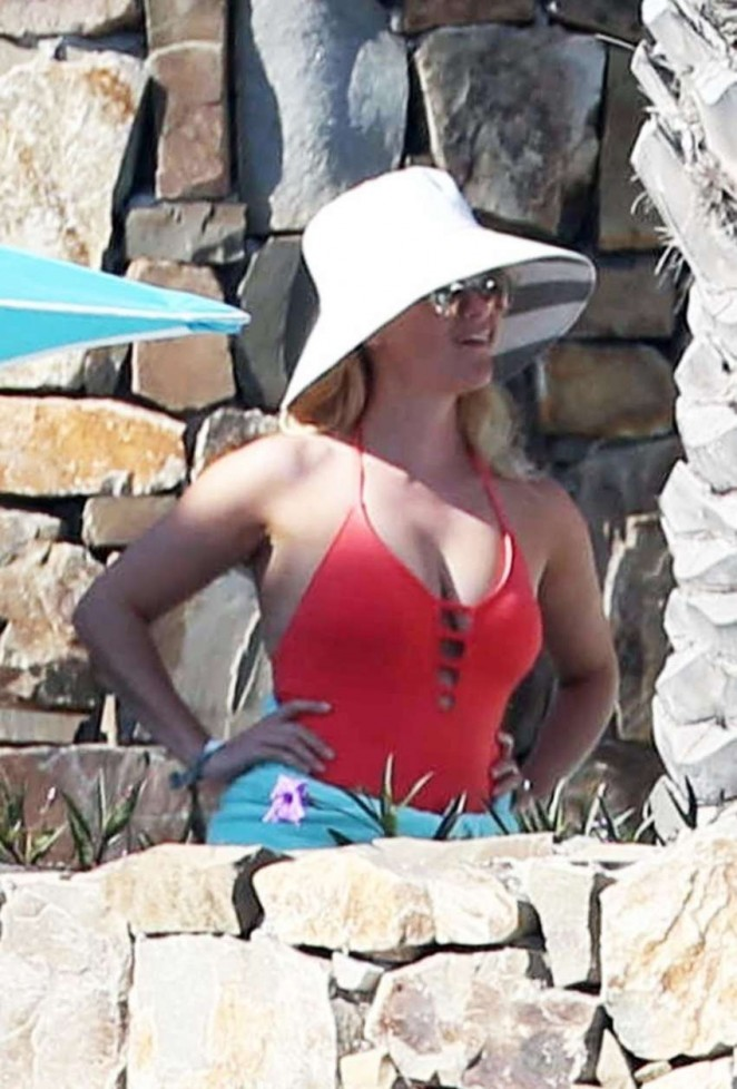 Reese Witherspoon on vacation in Cabo San Lucas