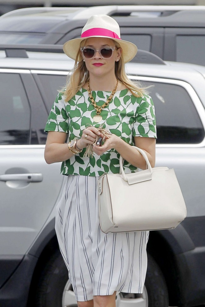 Reese Witherspoon - Out and about in Brentwood