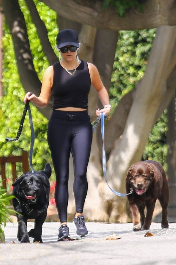 Reese Witherspoon - Out for a dog walking in Brentwood