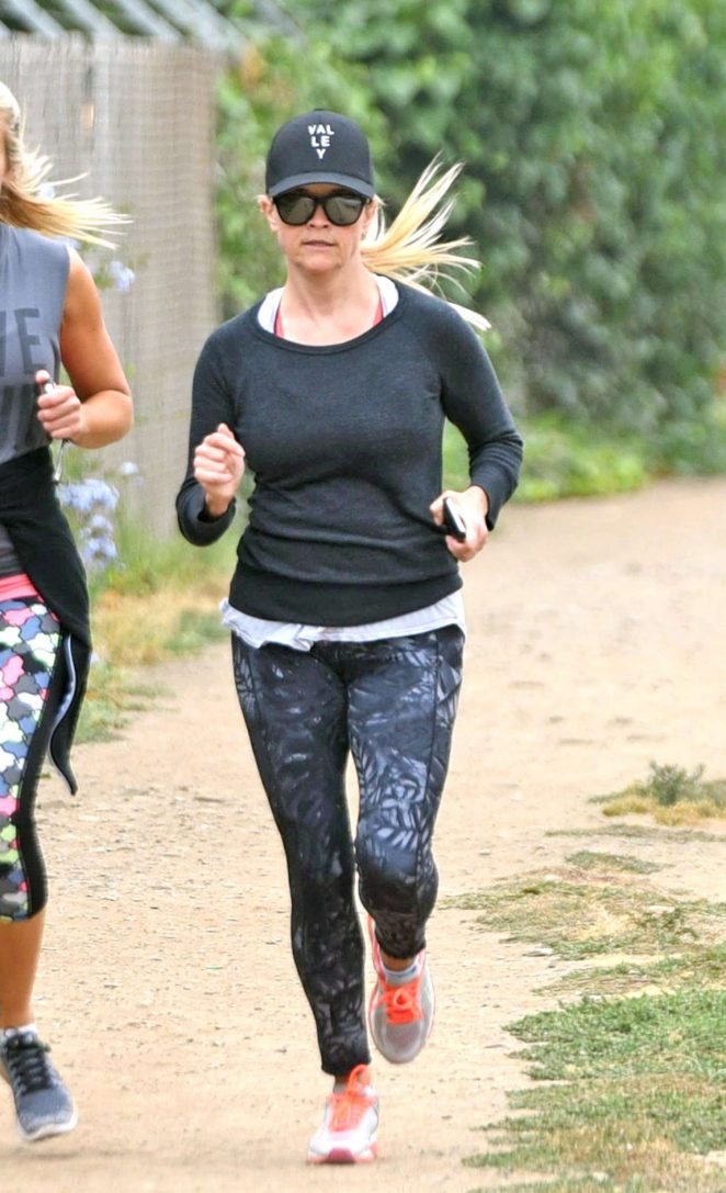 Reese Witherspoon – Out for a jog in Brentwood