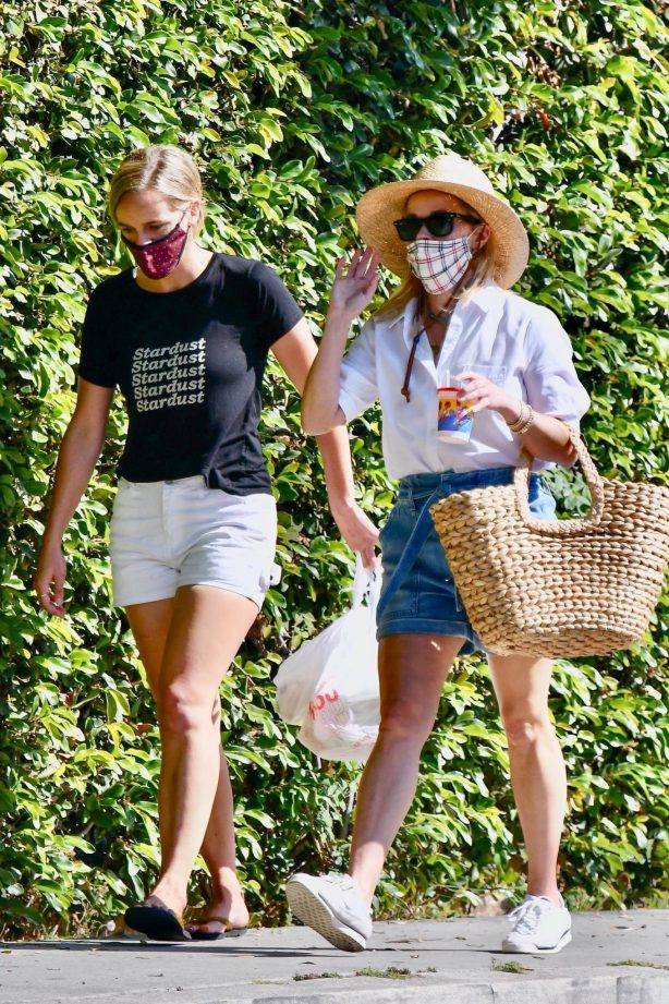 Reese Witherspoon - Out for a walk in Brentwood