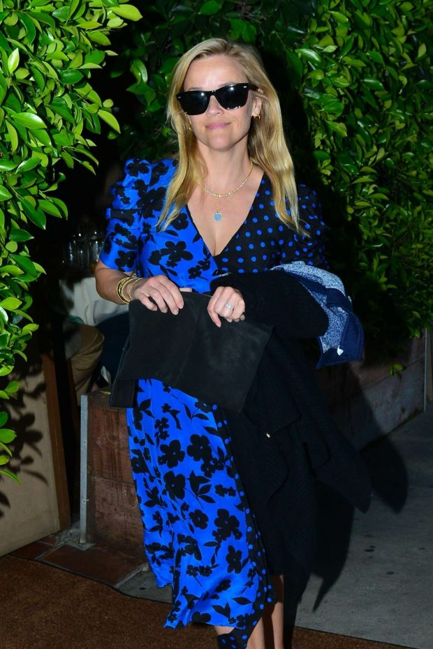 Reese Witherspoon - Out for dinner in Santa Monica