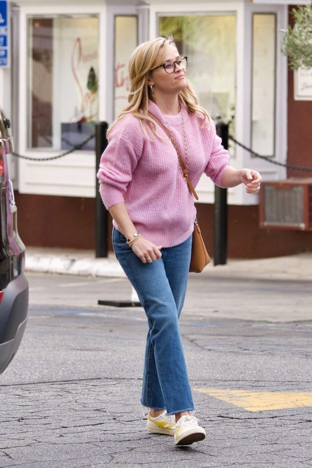 Reese Witherspoon: Out in Brentwood -01