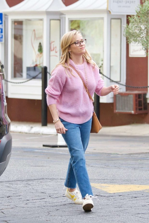 Reese Witherspoon: Out in Brentwood -04